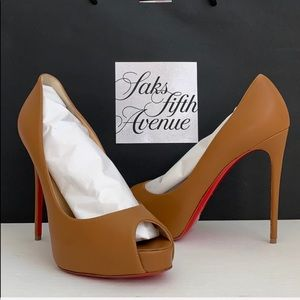 NEW Christian Louboutin Very Prive Pumps 👠